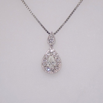18ct white gold pear shaped diamond cluster pendant PE5166