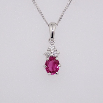18ct white gold ruby and diamond pendant PE5281