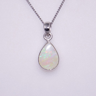 9ct white gold opal pendant PE5206