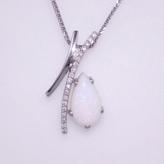 18ct white gold opal and diamond pendant PE4232