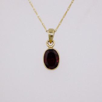 9ct gold oval garnet pendant PE5000