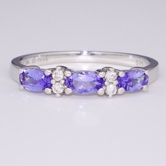 9ct white gold tanzanite and diamond ring ET1421