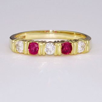 18ct yellow gold ruby and diamond ring ET546