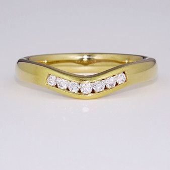 18ct yellow gold wishbone shaped ring with seven diamonds ET1200