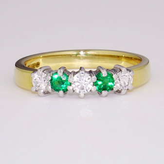 18ct gold emerald and diamond ring ET969
