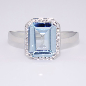 18ct white gold aquamarine and diamond ring GR3818