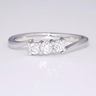 18ct white gold diamond trilogy twist ring GR3611