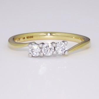 18ct gold diamond trilogy ring GR3610