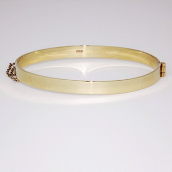 9ct yellow gold solid hinged bangle with safety chain BA840