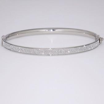 Silver bangle with diamond-cut detail SBAN38