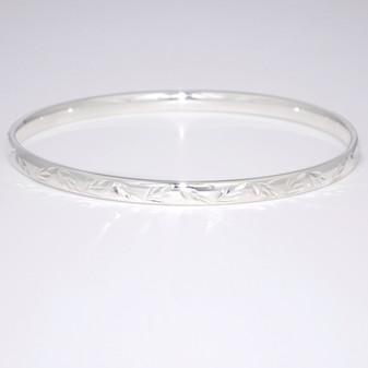 Silver bangle with diamond-cut pattern SBAN65