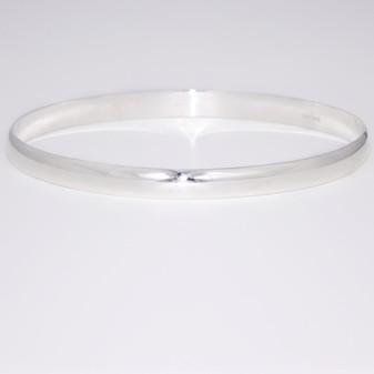 Silver D-shaped oval bangle SBAN17
