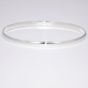 Silver D-shaped oval bangle SBAN15