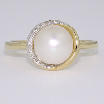 9ct gold pearl and diamond halo ring