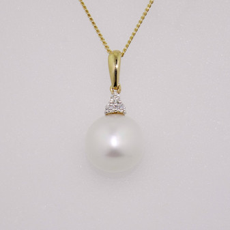 9ct gold pearl and diamond necklace