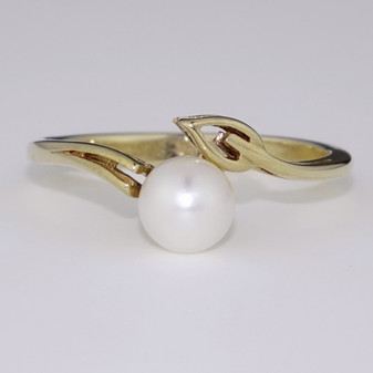 9ct gold pearl and leaf twist ring