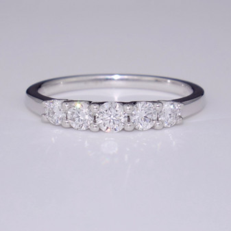 18ct white gold graduated diamond ring