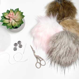 DIY Kit Faux Fur Pompom | Ties or Snaps