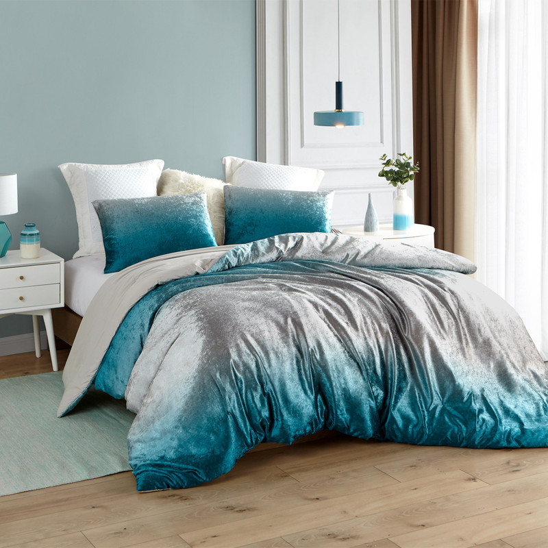 Beautiful Twin, Queen, or King Comforter with Oversized Dimensions