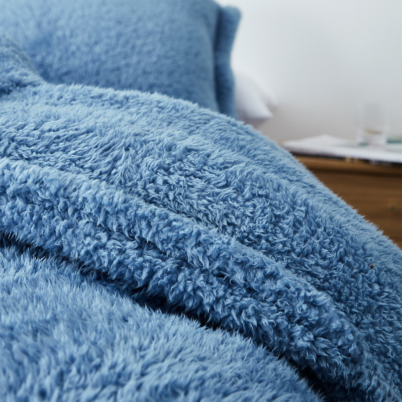 Easy to Wash Extra Large Blue Twin, Queen, or King Comforter and Standard Sham Set