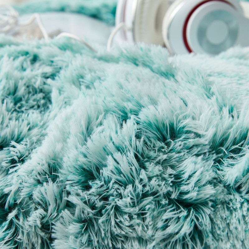 Soft and Stylish Coma Inducer Bedding Blanket Frosted Lucky Green