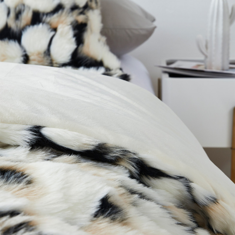 Easy to Wash Oversized Bedspread for Twin XL, Queen, or King Sized Beds