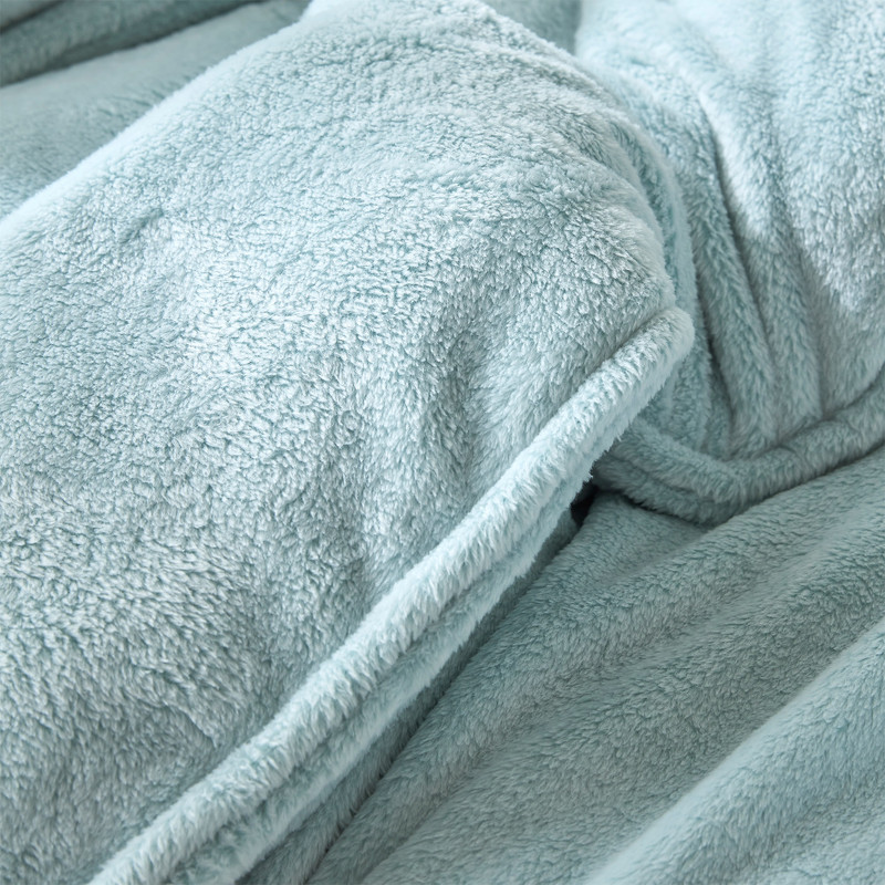 Affordable Luxury Bedding Set Made with Plush Bedding Materials