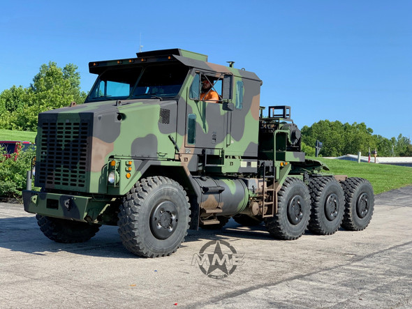 2002 Oshkosh M1070 8x8 HET Military Heavy Haul Tractor Truck.