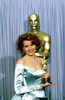 1988 Geena Davis Holds Her Best Supporting Actress Oscar For The Accidental Tourist History - Item # VAREVCSSDOSPIEC021