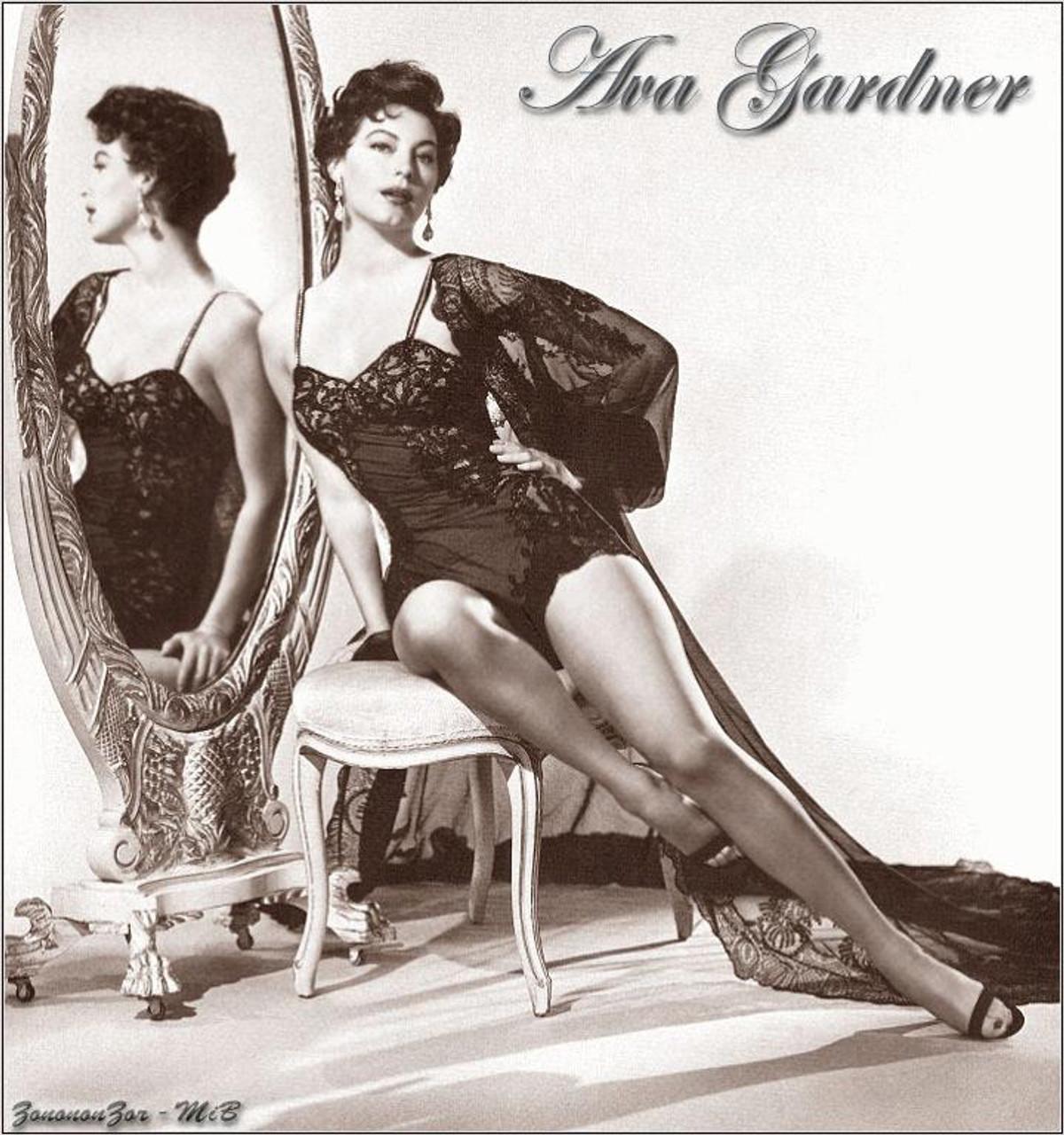 Ava Gardner Mirror Pose Photo Print 8 X 10 Item Dap11842 Posterazzi