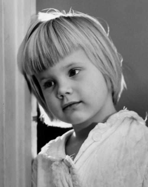 Little girl leaning against wall Poster Print - Item # VARSAL25514410B