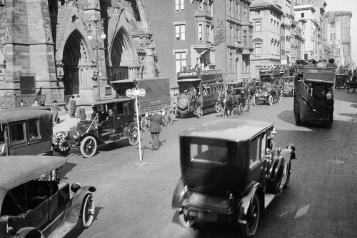 1900s-1912 Policeman And Traffic Semaphore On Fifth Avenue And 48Th Street Before World War I Manhattan New York City - Item # PPI177627LARGE