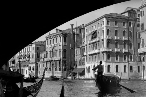 1920s-1930s Gondola Beneath Rialto Bridge Grand Canal Venice Italy Poster Print By Vintage Collection (24 X 36) - Item # PPI195628LARGE