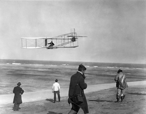 1911 One Of The Wright Brothers Flying A Glider And Spectators On Ocean Beach Kill Devil Hills Kitty Hawk North Carolina - Item # VARPPI178375