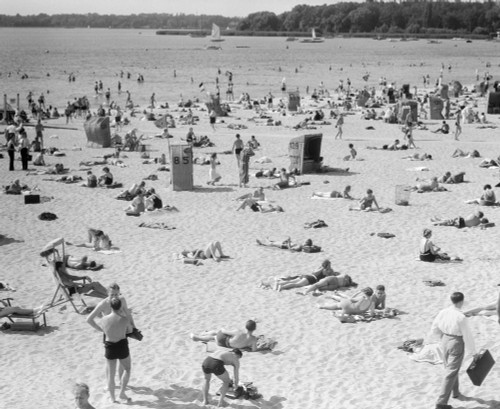 1930s Lake Shore Beach Berlin Germany Poster Print By Vintage Collection (32 X 36) - Item # PPI178922LARGE