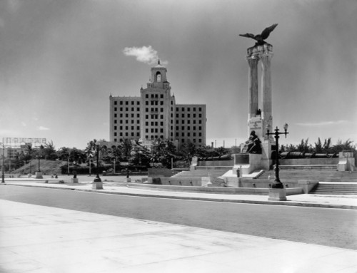 1930s-1940s Uss Maine Monument And National Hotel Havana Cuba Poster Print By Vintage Collection (22 X 28) - Item # PPI178752LARGE