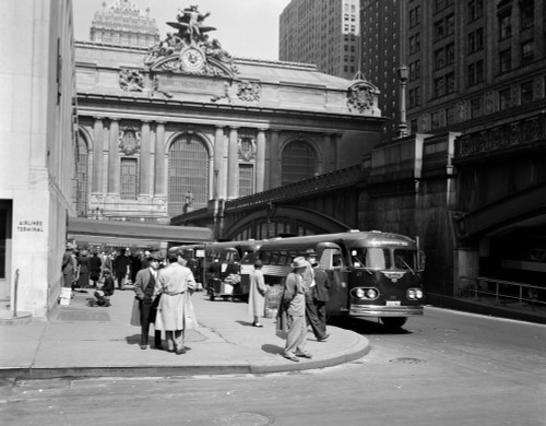 1940s Buses At Airlines Terminal Building On Park Ave Pershing Square Grand Central Station Midtown Manhattan New York - Item # VARPPI178980