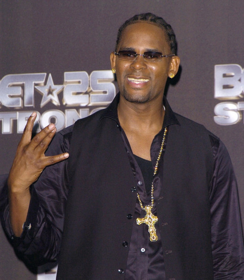 R. Kelly In The Press Room For Bet Silver Anniversary Celebration, The Shrine Auditorium, Los Angeles, Ca, Wednesday, October 26, 2005. Photo By David LongendykeEverett Collection Celebrity - Item # VAREVC0526OCDVK023