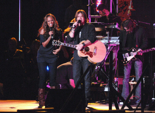 Tyra Banks, Billy Ray Cyrus On Stage For Concert At Disneyland For Miley Cyrus Sweet 16, Disneyland, Anaheim, Ca, October 05, 2008. Photo By Dee CerconeEverett Collection Celebrity - Item # VAREVC0805OCBDX006