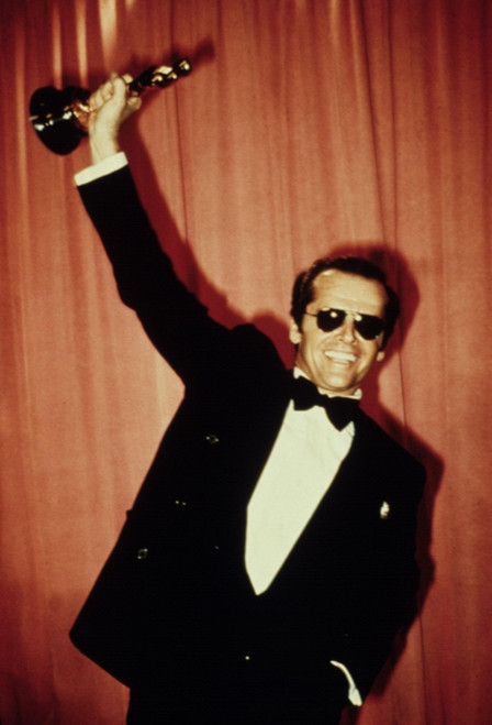 1975 Jack Nicholson Holds Up His Best Actor Oscar For One Flew Over The Cuckoo'S Nest History - Item # VAREVCSSDOSPIEC003