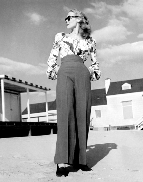 1940S Fashion A Peasant Top With Blousson Sleeves And A Tropical Floral Pattern With High-Waisted Pants History - Item # VAREVCSBDFASHCS003
