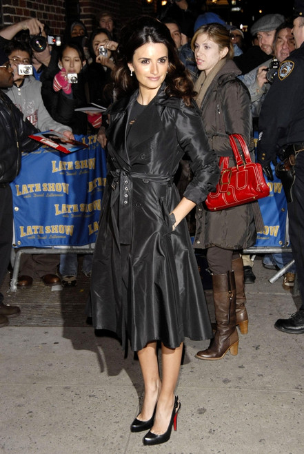 Penelope Cruz At Talk Show Appearance For The Late Show With David Letterman, Ed Sullivan Theater, New York, Ny, January 09, 2007. Photo By Ray TamarraEverett Collection Celebrity - Item # VAREVC0709JAATY016