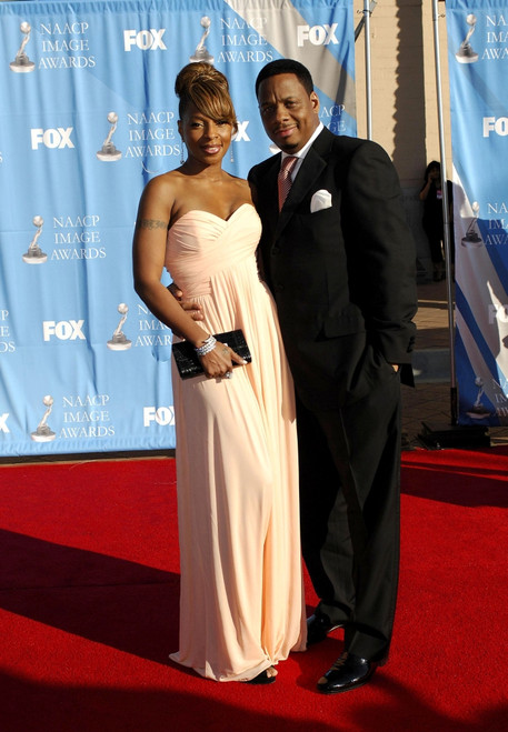 Mary J. Blige, Kendu Isaacs At Arrivals For 38Th Naacp Image Awards, The Shrine Auditorium, Los Angeles, Ca, March 02, 2007. Photo By Michael GermanaEverett Collection Celebrity - Item # VAREVC0702MRAGM054