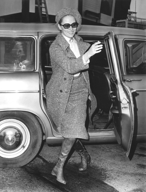 Faye Dunaway Arriving At The London Airport To Catch A Flight To Paris History - Item # VAREVCPBDFADUCS001