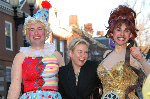 Renee Zellweger At A Public Appearance For Hasty Pudding 2009 Woman Of The Year Awarded To Renee Zellweger, New College Theatre, Cambridge, Ma 252009. Photo By Desiree NavarroEverett CollectionEverett Collection Celebrity - Item # VAREVC0905FBANZ016