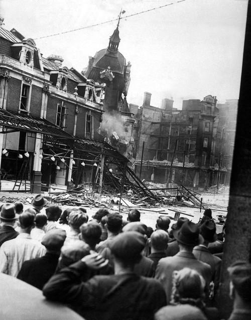 World War 2 History - Item # VAREVCHISL036EC443