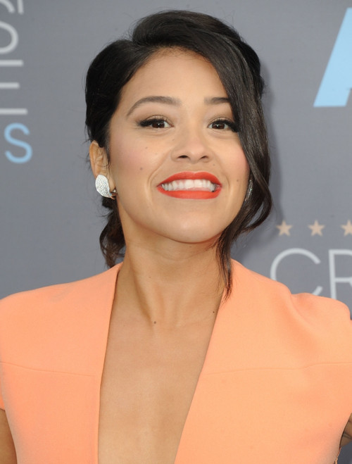 Gina Rodriguez At Arrivals For 21St Annual Critics' Choice Awards, Barker Hangar, Santa Monica, Ca January 17, 2016. Photo By Dee CerconeEverett Collection Celebrity - Item # VAREVC1617J03DX138