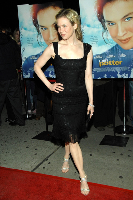 Renee Zellweger At Arrivals For New York City Premiere Of Miss Potter, Directors Guild Of America Theater, New York, Ny, December 10, 2006. Photo By George TaylorEverett - Item # VAREVC0610DCEUG003