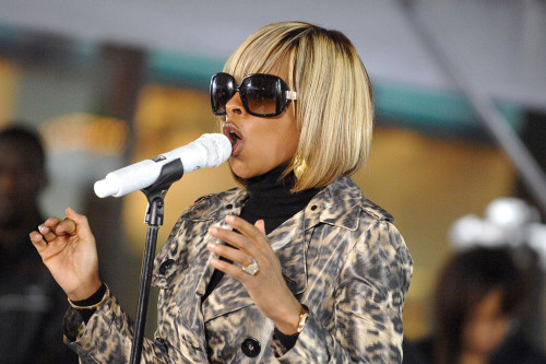 Mary J. Blige On Stage For Nbc Today Show Concert With Mary J. Blige, Rockefeller Center Plaza, New York, Ny, May 09, 2008. Photo By George TaylorEverett Collection Celebrity - Item # VAREVC0809MYBUG009