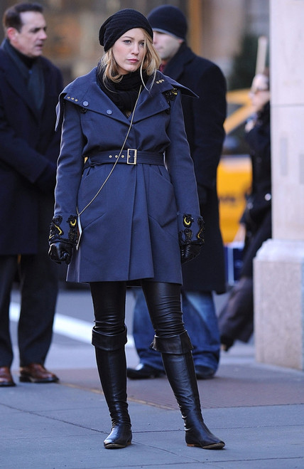 Blake Lively On Location For Gossip Girl Season Three Shooting In Manhattan, Upper West Side, New York, Ny January 7, 2010. Photo By Kristin CallahanEverett Collection Celebrity - Item # VAREVC1007JAQKH004